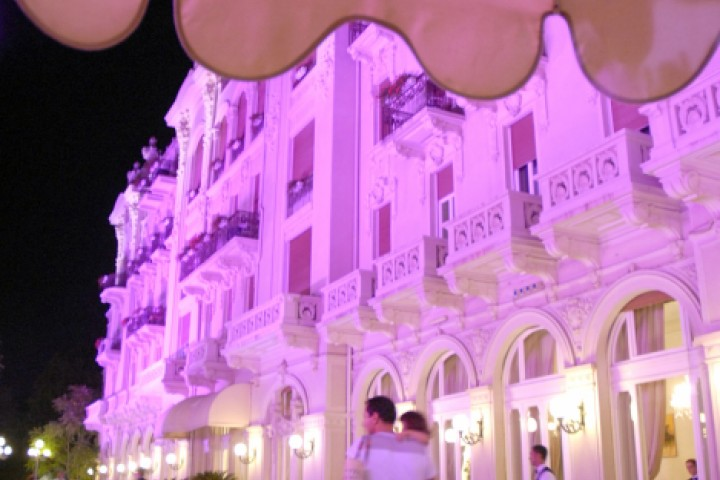 "<br /><a href=""http://static.riviera.rimini.it/tl_files/gallerie/orig/2007_notte-rosa-grand-hotel-03.jpg.zip"" target=""_blank"" class=""photo-download"">Download high resolution image</a>"