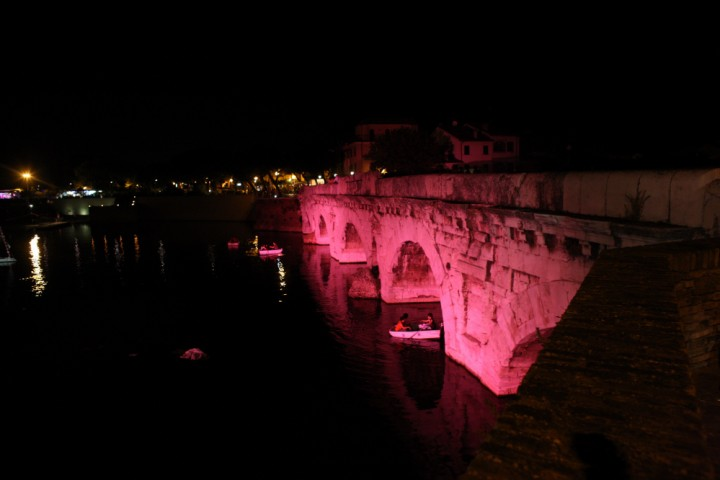"The pink night - La Notte Rosa, Tiberius bridge, Rimini<br /><a href=""http://static.riviera.rimini.it/tl_files/gallerie/orig/3z4j4911.jpg.zip"" target=""_blank"" class=""photo-download"">Download high resolution image</a>"