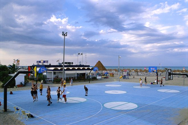 "Beach basket, Rimini<br /><a href=""http://static.riviera.rimini.it/tl_files/gallerie/orig/beach-basket2.tif.jpg.zip"" target=""_blank"" class=""photo-download"">Download high resolution image</a>"