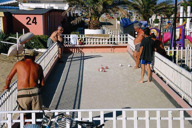 "Bocce<br /><a href=""http://static.riviera.rimini.it/tl_files/gallerie/orig/bocce.tif.jpg.zip"" target=""_blank"" class=""photo-download"">Download high resolution image</a>"