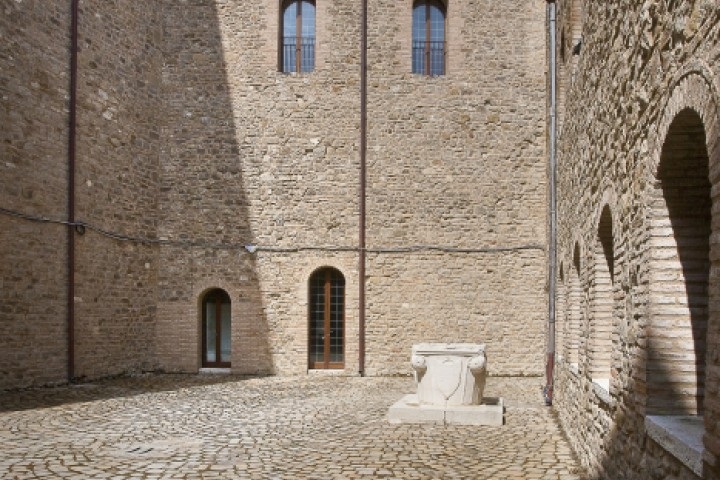"""Malatesta Fortress, Montefiore Conca<br /><a href=""""http://static.riviera.rimini.it/tl_files/gallerie/orig/castello-02.jpg.zip"""" target=""""_blank"""" class=""""photo-download"""">Download high resolution image</a>"""