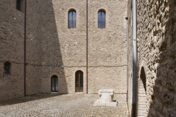 """Malatesta Fortress, Montefiore Conca<br /><a href=""""http://static.riviera.rimini.it/tl_files/gallerie/orig/castello-03.jpg.zip"""" target=""""_blank"""" class=""""photo-download"""">Download high resolution image</a>"""