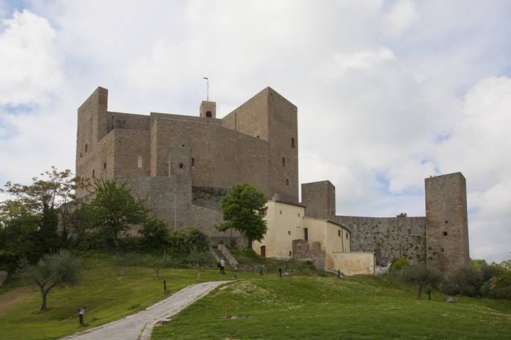 """Malatesta Fortress, Montefiore Conca<br /><a href=""""http://static.riviera.rimini.it/tl_files/gallerie/orig/castello-09.jpg.zip"""" target=""""_blank"""" class=""""photo-download"""">Download high resolution image</a>"""