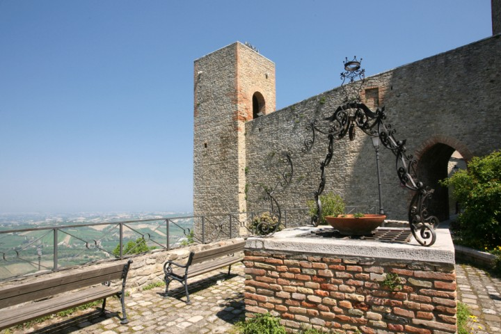 """Malatesta Fortress, Montefiore Conca<br /><a href=""""http://static.riviera.rimini.it/tl_files/gallerie/orig/castello-11.jpg.zip"""" target=""""_blank"""" class=""""photo-download"""">Download high resolution image</a>"""