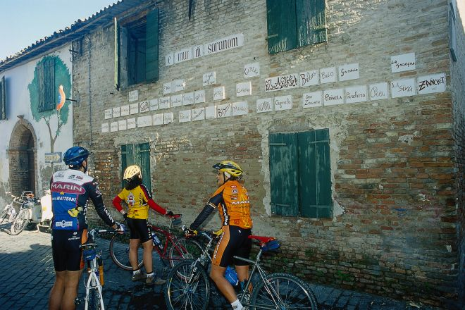 "cycling, Verucchio<br /><a href=""http://static.riviera.rimini.it/tl_files/gallerie/orig/cicloturismo13.tif.jpg.zip"" target=""_blank"" class=""photo-download"">Download high resolution image</a>"