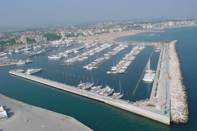"the Marina, Rimini<br /><a href=""http://static.riviera.rimini.it/tl_files/gallerie/orig/darsena_a.jpg.zip"" target=""_blank"" class=""photo-download"">Download high resolution image</a>"