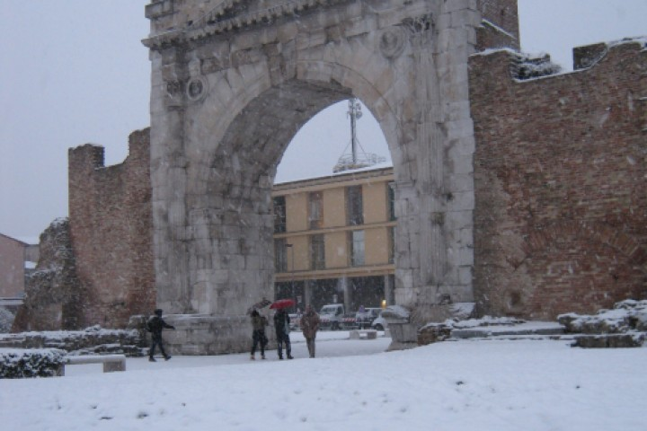 "Arch of Augustus under the snow, Rimini<br /><a href=""http://static.riviera.rimini.it/tl_files/gallerie/orig/dicembre-2010_13.jpg.zip"" target=""_blank"" class=""photo-download"">Download high resolution image</a>"