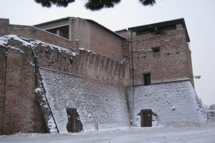 "Castel Sismondo under the snow, Rimini<br /><a href=""http://static.riviera.rimini.it/tl_files/gallerie/orig/dicembre-2010_20.jpg.zip"" target=""_blank"" class=""photo-download"">Download high resolution image</a>"