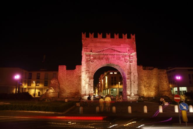 "Arch of Augustus, Rimini (Notte Rosa)<br /><a href=""http://static.riviera.rimini.it/tl_files/gallerie/orig/fbrn_20090704_img_0479_2009-08-12-121543.jpg.zip"" target=""_blank"" class=""photo-download"">Download high resolution image</a>"