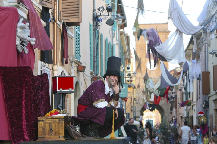 "Witches'night, San Giovanni in Marignano<br /><a href=""http://static.riviera.rimini.it/tl_files/gallerie/orig/festa-delle-streghe-02.jpg.zip"" target=""_blank"" class=""photo-download"">Download high resolution image</a>"