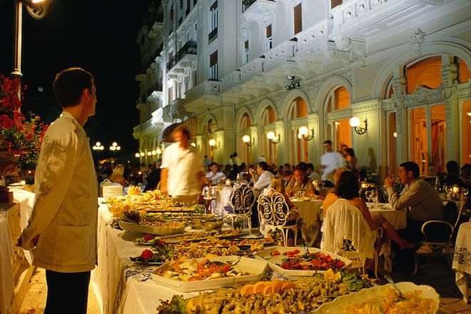 "Buffet, Grand Hotel, Rimini<br /><a href=""http://static.riviera.rimini.it/tl_files/gallerie/orig/gastronomia4.tif.jpg.zip"" target=""_blank"" class=""photo-download"">Download high resolution image</a>"