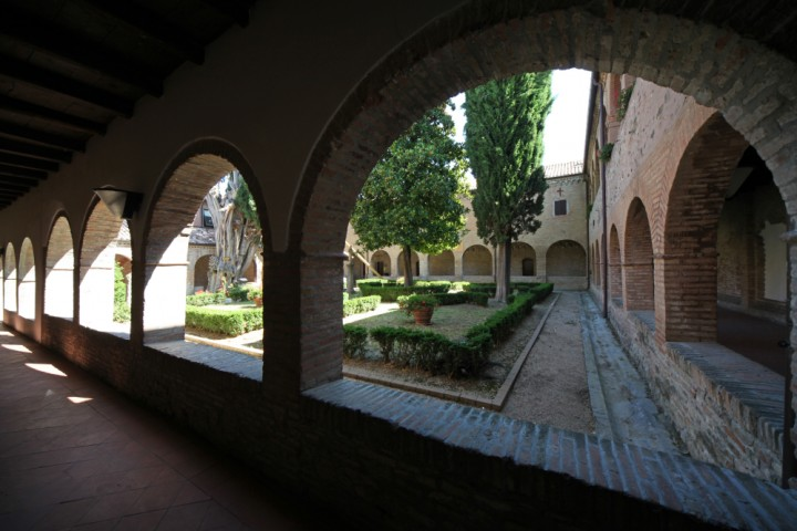 "Cloister of St. Francis, Verucchio<br /><a href=""http://static.riviera.rimini.it/tl_files/gallerie/orig/img_0003verucchio_convento.jpg.zip"" target=""_blank"" class=""photo-download"">Download high resolution image</a>"