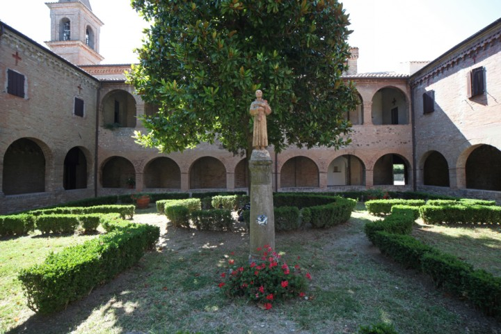 "Cloister of St. Francis, Verucchio<br /><a href=""http://static.riviera.rimini.it/tl_files/gallerie/orig/img_0006verucchio_convento.jpg.zip"" target=""_blank"" class=""photo-download"">Download high resolution image</a>"