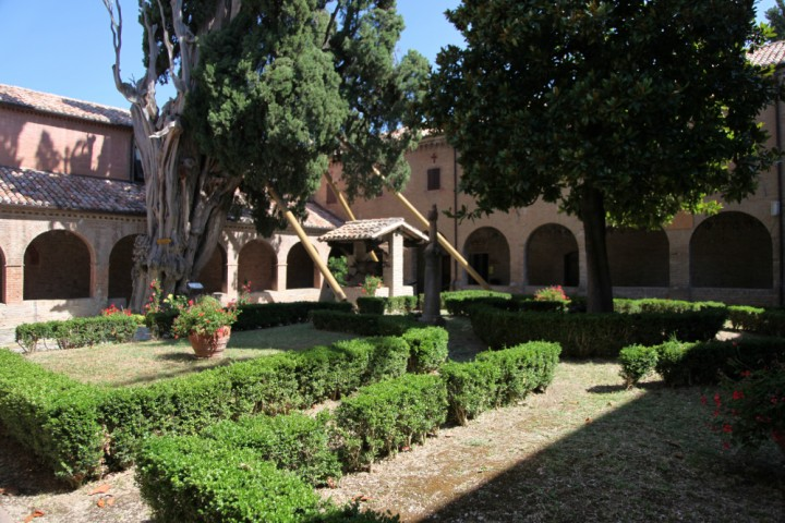 "Cloister of St. Francis, Verucchio<br /><a href=""http://static.riviera.rimini.it/tl_files/gallerie/orig/img_0013verucchio_convento.jpg.zip"" target=""_blank"" class=""photo-download"">Download high resolution image</a>"