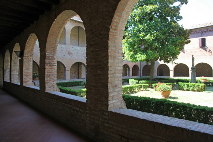 "Cloister of St. Francis, Verucchio<br /><a href=""http://static.riviera.rimini.it/tl_files/gallerie/orig/img_0014verucchio_convento.jpg.zip"" target=""_blank"" class=""photo-download"">Download high resolution image</a>"