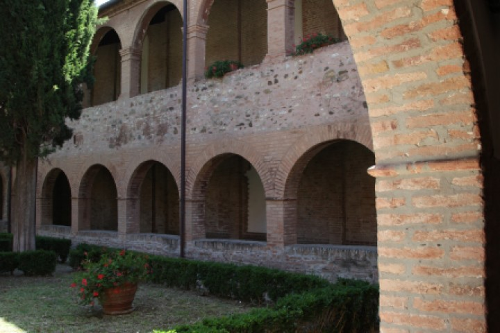 "Cloister of St. Francis, Verucchio<br /><a href=""http://static.riviera.rimini.it/tl_files/gallerie/orig/img_0027verucchio_convento.jpg.zip"" target=""_blank"" class=""photo-download"">Download high resolution image</a>"