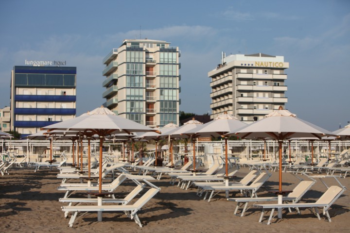 "beach and sun umbrellas, Riccione<br /><a href=""http://static.riviera.rimini.it/tl_files/gallerie/orig/img_0641.jpg.zip"" target=""_blank"" class=""photo-download"">Download high resolution image</a>"