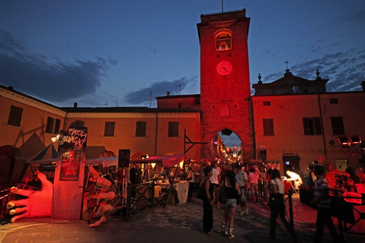 "Witches'night, San Giovanni in Marignano<br /><a href=""http://static.riviera.rimini.it/tl_files/gallerie/orig/img_0874asgiovanni.jpg.zip"" target=""_blank"" class=""photo-download"">Download high resolution image</a>"