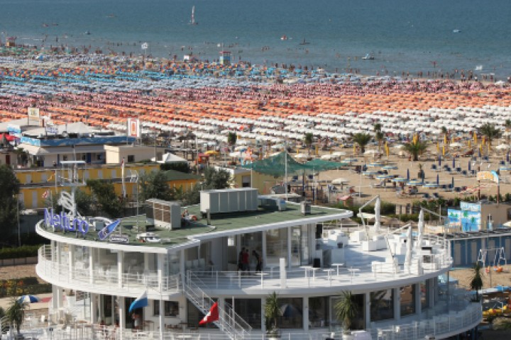 "<br /><a href=""http://static.riviera.rimini.it/tl_files/gallerie/orig/img_1356a.jpg.zip"" target=""_blank"" class=""photo-download"">descarga en alta resolución</a>"