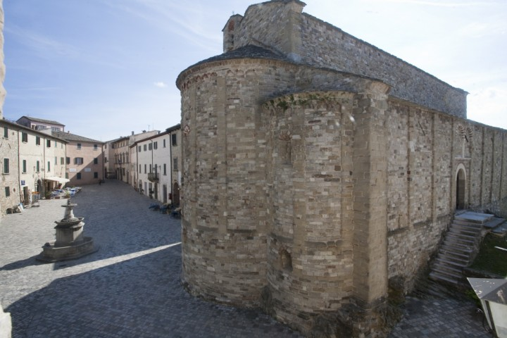 "historic centre, San Leo<br /><a href=""http://static.riviera.rimini.it/tl_files/gallerie/orig/img_1406-pieve-e-piazza.jpg.zip"" target=""_blank"" class=""photo-download"">Download high resolution image</a>"