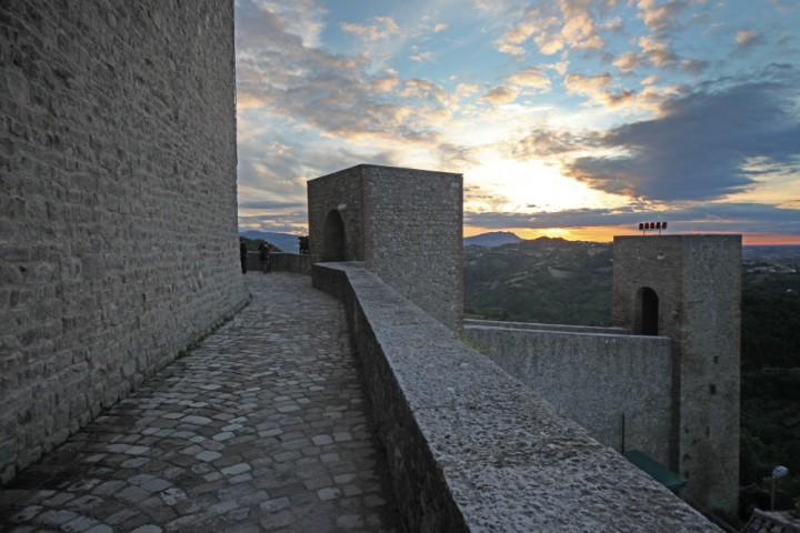"""Malatesta Fortress, Montefiore Conca<br /><a href=""""http://static.riviera.rimini.it/tl_files/gallerie/orig/img_1549amontefiore.jpg.zip"""" target=""""_blank"""" class=""""photo-download"""">Download high resolution image</a>"""