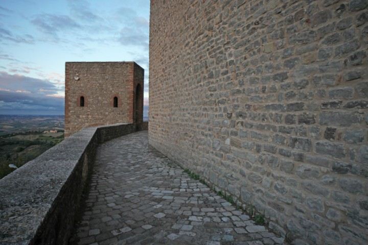 """Malatesta Fortress, Montefiore Conca<br /><a href=""""http://static.riviera.rimini.it/tl_files/gallerie/orig/img_1551montefiore.jpg.zip"""" target=""""_blank"""" class=""""photo-download"""">Download high resolution image</a>"""