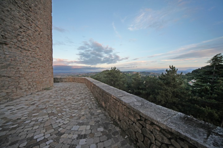"""Malatesta Fortress, Montefiore Conca<br /><a href=""""http://static.riviera.rimini.it/tl_files/gallerie/orig/img_1552amontefiore.jpg.zip"""" target=""""_blank"""" class=""""photo-download"""">Download high resolution image</a>"""
