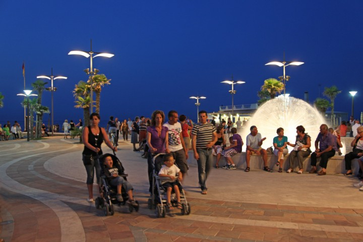 """seafront promenade, Misano Adriatico<br /><a href=""""http://static.riviera.rimini.it/tl_files/gallerie/orig/img_3481a.jpg.zip"""" target=""""_blank"""" class=""""photo-download"""">Download high resolution image</a>"""