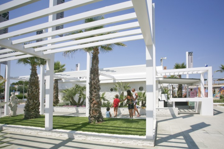 "<br /><a href=""http://static.riviera.rimini.it/tl_files/gallerie/orig/img_3578-cattolica-spiaggia.jpg.zip"" target=""_blank"" class=""photo-download"">Download high resolution image</a>"