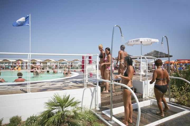 "<br /><a href=""http://static.riviera.rimini.it/tl_files/gallerie/orig/img_3583-cattolica-spiaggia.jpg.zip"" target=""_blank"" class=""photo-download"">Download high resolution image</a>"