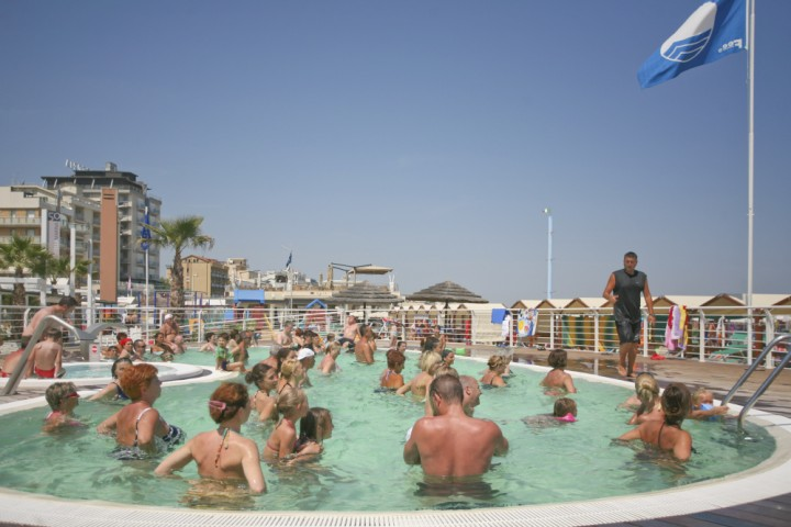 "<br /><a href=""http://static.riviera.rimini.it/tl_files/gallerie/orig/img_3592-cattolica-spiaggia.jpg.zip"" target=""_blank"" class=""photo-download"">descarga en alta resolución</a>"