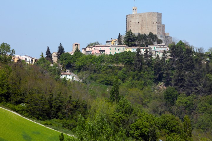 "Malatesta Fortress, Montefiore Conca<br /><a href=""http://static.riviera.rimini.it/tl_files/gallerie/orig/img_3692amontefiore.jpg.zip"" target=""_blank"" class=""photo-download"">Download high resolution image</a>"
