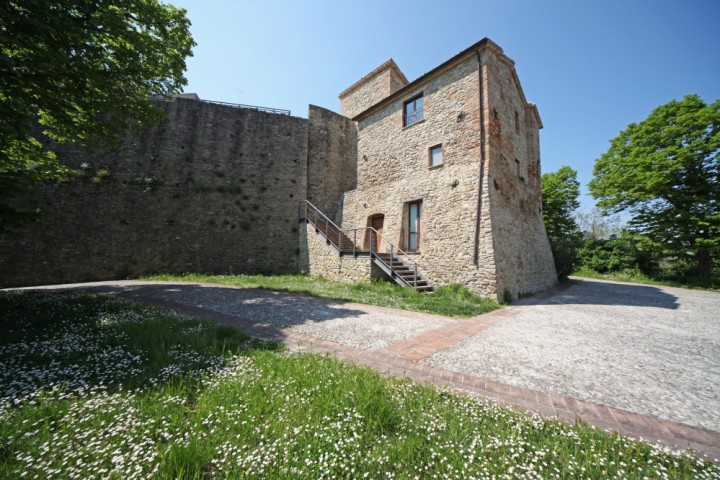 "Malatesta Fortress, Montefiore Conca<br /><a href=""http://static.riviera.rimini.it/tl_files/gallerie/orig/img_3763amontefiore.jpg.zip"" target=""_blank"" class=""photo-download"">Download high resolution image</a>"