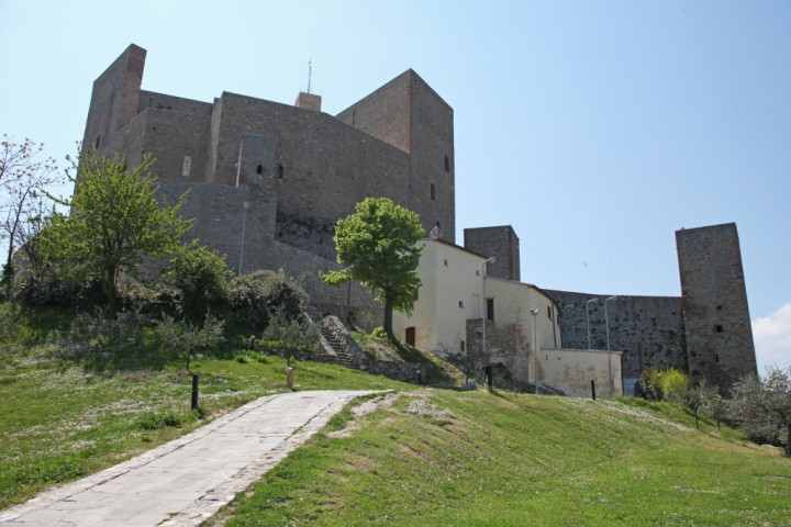 "Malatesta Fortress, Montefiore Conca<br /><a href=""http://static.riviera.rimini.it/tl_files/gallerie/orig/img_3775amontefiore.jpg.zip"" target=""_blank"" class=""photo-download"">Download high resolution image</a>"