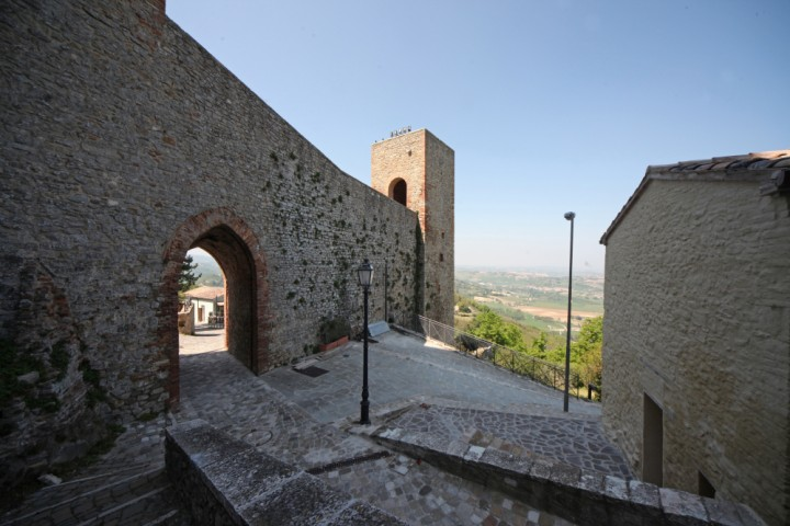 "Malatesta Fortress, Montefiore Conca<br /><a href=""http://static.riviera.rimini.it/tl_files/gallerie/orig/img_3787amontefiore.jpg.zip"" target=""_blank"" class=""photo-download"">Download high resolution image</a>"