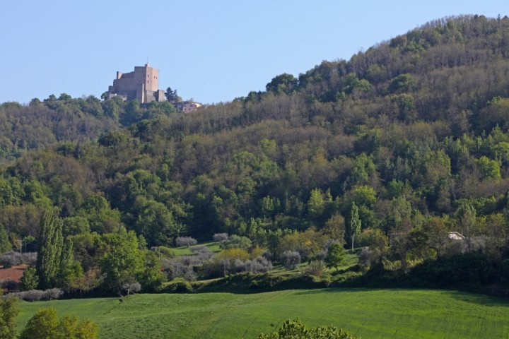 "Countryside and fortress, Montefiore Conca<br /><a href=""http://static.riviera.rimini.it/tl_files/gallerie/orig/img_3889amontefiore.jpg.zip"" target=""_blank"" class=""photo-download"">Download high resolution image</a>"