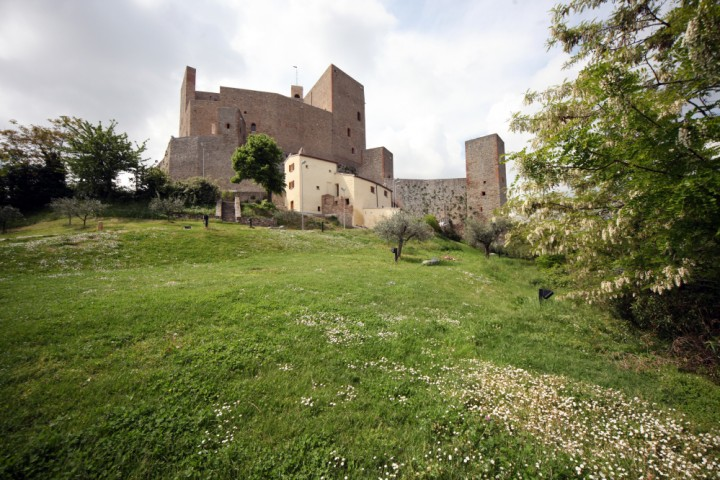 "Malatesta Fortress, Montefiore Conca<br /><a href=""http://static.riviera.rimini.it/tl_files/gallerie/orig/img_4164amontefiore.jpg.zip"" target=""_blank"" class=""photo-download"">Download high resolution image</a>"
