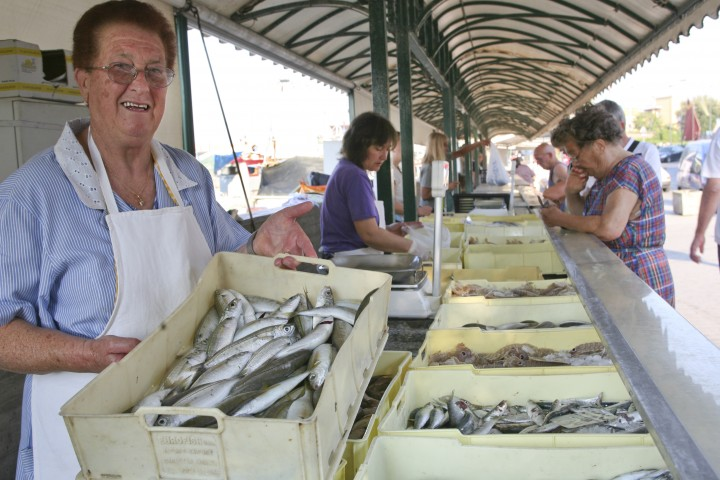 "Bellaria Igea Marina, fish market<br /><a href=""http://static.riviera.rimini.it/tl_files/gallerie/orig/img_4967-bellaria-pescheria.jpg.zip"" target=""_blank"" class=""photo-download"">Download high resolution image</a>"
