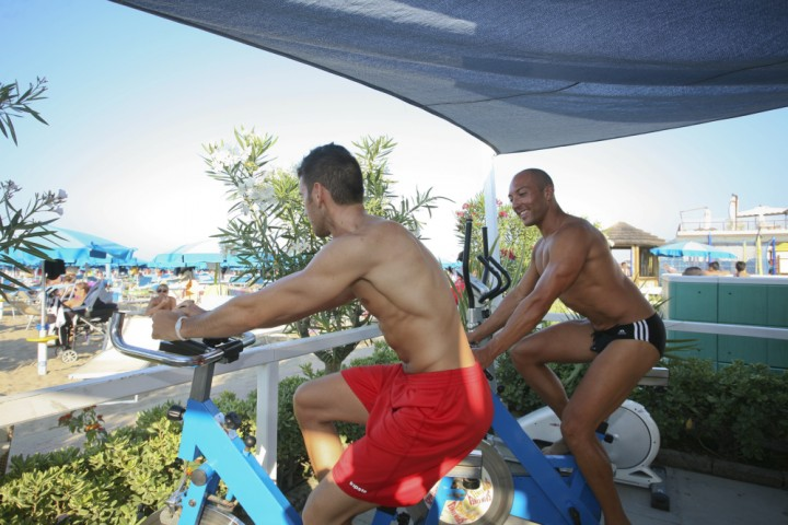 "fitness on the beach, Rimini<br /><a href=""http://static.riviera.rimini.it/tl_files/gallerie/orig/img_5333.jpg.zip"" target=""_blank"" class=""photo-download"">Download high resolution image</a>"