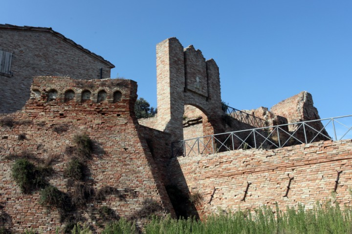 "Ancient city walls, Coriano<br /><a href=""http://static.riviera.rimini.it/tl_files/gallerie/orig/img_7816acoriano_castello.jpg.zip"" target=""_blank"" class=""photo-download"">Download high resolution image</a>"