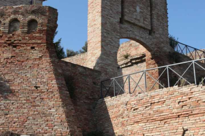 "Ancient city walls, Coriano<br /><a href=""http://static.riviera.rimini.it/tl_files/gallerie/orig/img_7820acoriano_castello.jpg.zip"" target=""_blank"" class=""photo-download"">Download high resolution image</a>"