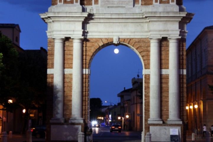 "Arco Ganganelli, Santarcangelo di Romagna<br /><a href=""http://static.riviera.rimini.it/tl_files/gallerie/orig/img_9952asantarcangelo.jpg.zip"" target=""_blank"" class=""photo-download"">Scarica in alta risoluzione</a>"