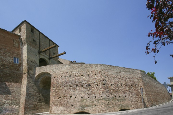 "Ancient city walls, Mondaino<br /><a href=""http://static.riviera.rimini.it/tl_files/gallerie/orig/mondaino-04.jpg.zip"" target=""_blank"" class=""photo-download"">Download high resolution image</a>"