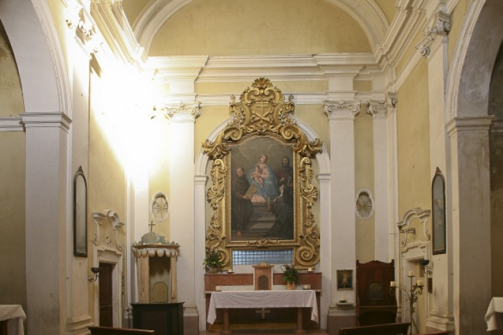 "Convent of the Poor Clares, Mondaino<br /><a href=""http://static.riviera.rimini.it/tl_files/gallerie/orig/mondaino-chiesa-delle-clarisse.jpg.zip"" target=""_blank"" class=""photo-download"">Download high resolution image</a>"