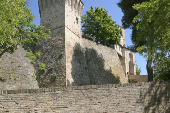 """Ancient city walls, Montegridolfo<br /><a href=""""http://static.riviera.rimini.it/tl_files/gallerie/orig/montegridolfo-15.jpg.zip"""" target=""""_blank"""" class=""""photo-download"""">Download high resolution image</a>"""