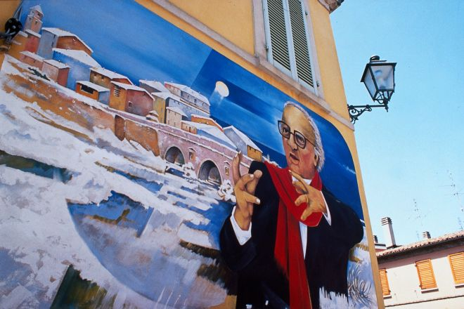 "Murals commemorate Fellini, Rimini<br /><a href=""http://static.riviera.rimini.it/tl_files/gallerie/orig/murales-di-fellini.tif.jpg.zip"" target=""_blank"" class=""photo-download"">Download high resolution image</a>"
