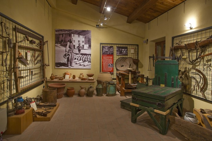 "Ethnographical Museum, Montescudo - Valliano<br /><a href=""http://static.riviera.rimini.it/tl_files/gallerie/orig/museo-etnografico-di-valliano-06.jpg.zip"" target=""_blank"" class=""photo-download"">Download high resolution image</a>"