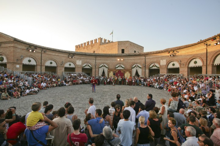 "Palio del Daino, Mondaino<br /><a href=""http://static.riviera.rimini.it/tl_files/gallerie/orig/palio-del-daino-14.jpg.zip"" target=""_blank"" class=""photo-download"">Download high resolution image</a>"