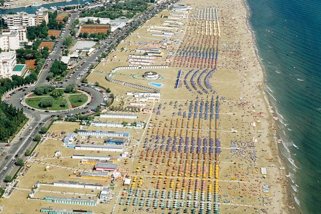 "aerial view, Rimini<br /><a href=""http://static.riviera.rimini.it/tl_files/gallerie/orig/panoramica-spiaggia3.tif.jpg.zip"" target=""_blank"" class=""photo-download"">Download high resolution image</a>"