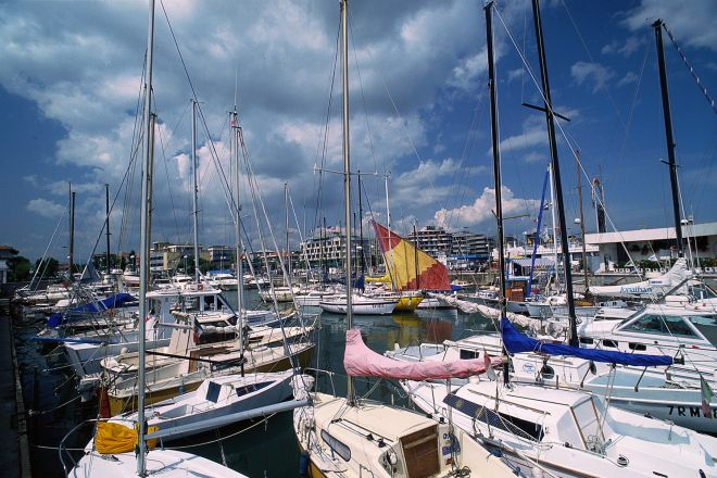 "boats in harbor, Riccione<br /><a href=""http://static.riviera.rimini.it/tl_files/gallerie/orig/porto2.tif.jpg.zip"" target=""_blank"" class=""photo-download"">Download high resolution image</a>"